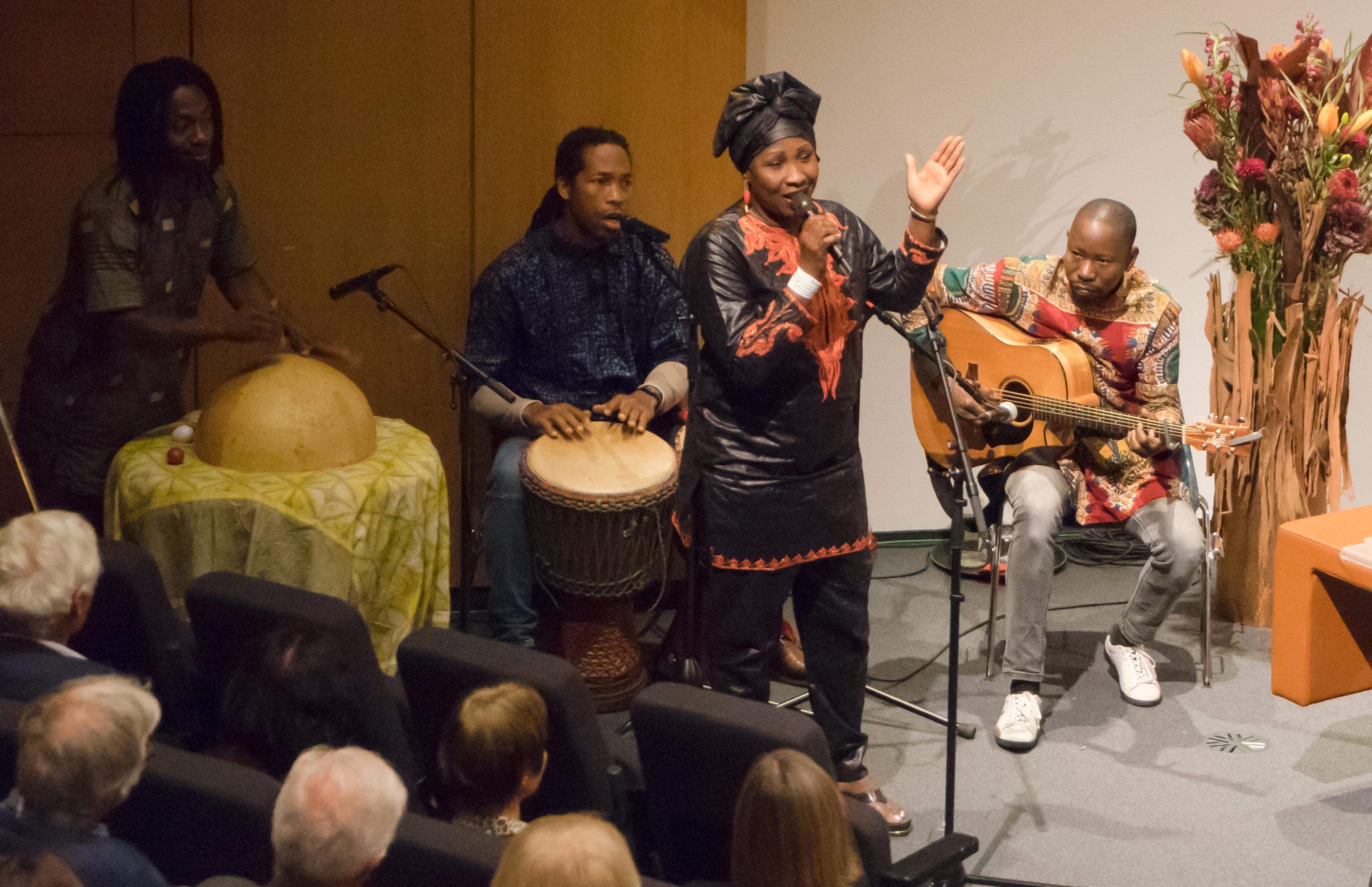 Foto von der afrikanischen Band beim 50-Jahres Jubiläum von Swisshand.